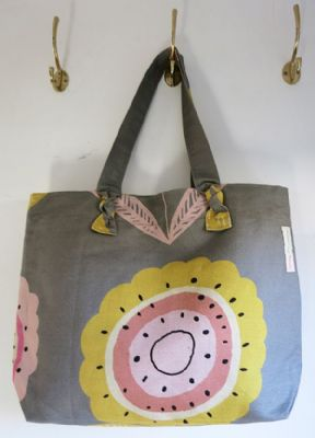 Knot Bag in Big Daisy Khaki 137